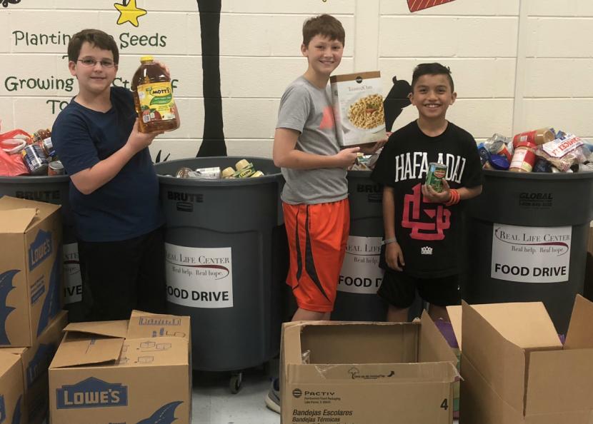 Braelinn Elementary School Helps Stock Food Pantry!
