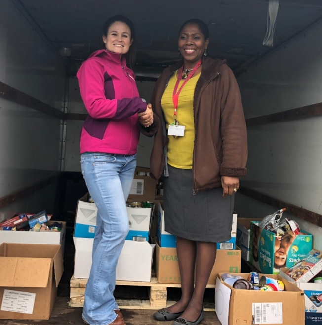 Flat Rock Middle School Hosts Food Drive