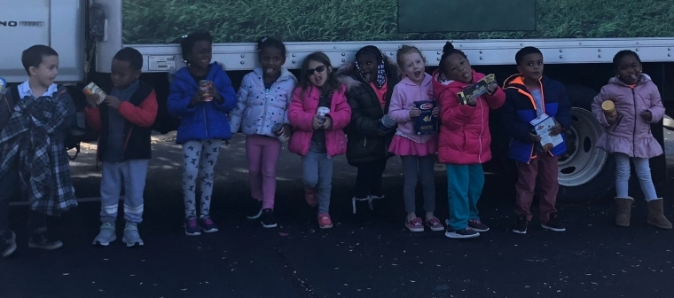 La Petite Academy Donates Food