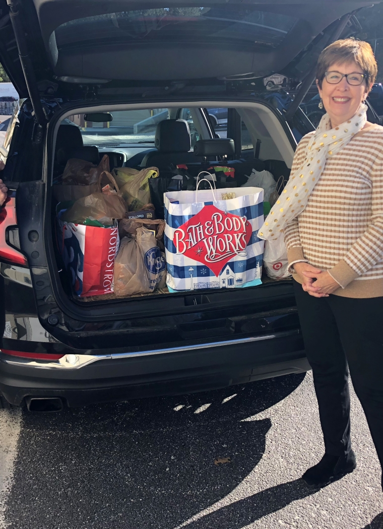 Bonnie Coordinates Community Food Drive