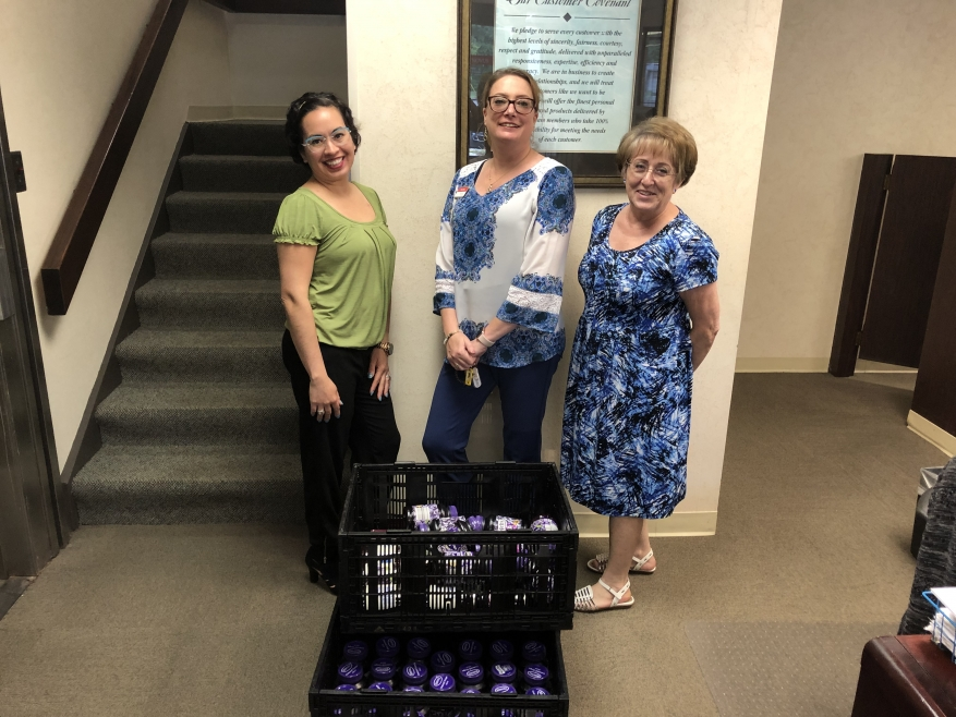 Synovus Bank Models Caring for Others