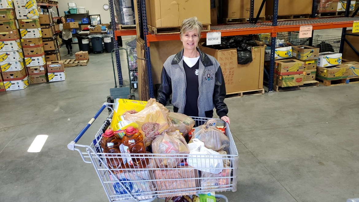 Peachtree City World Gym Organizes Another Successful Food Drive
