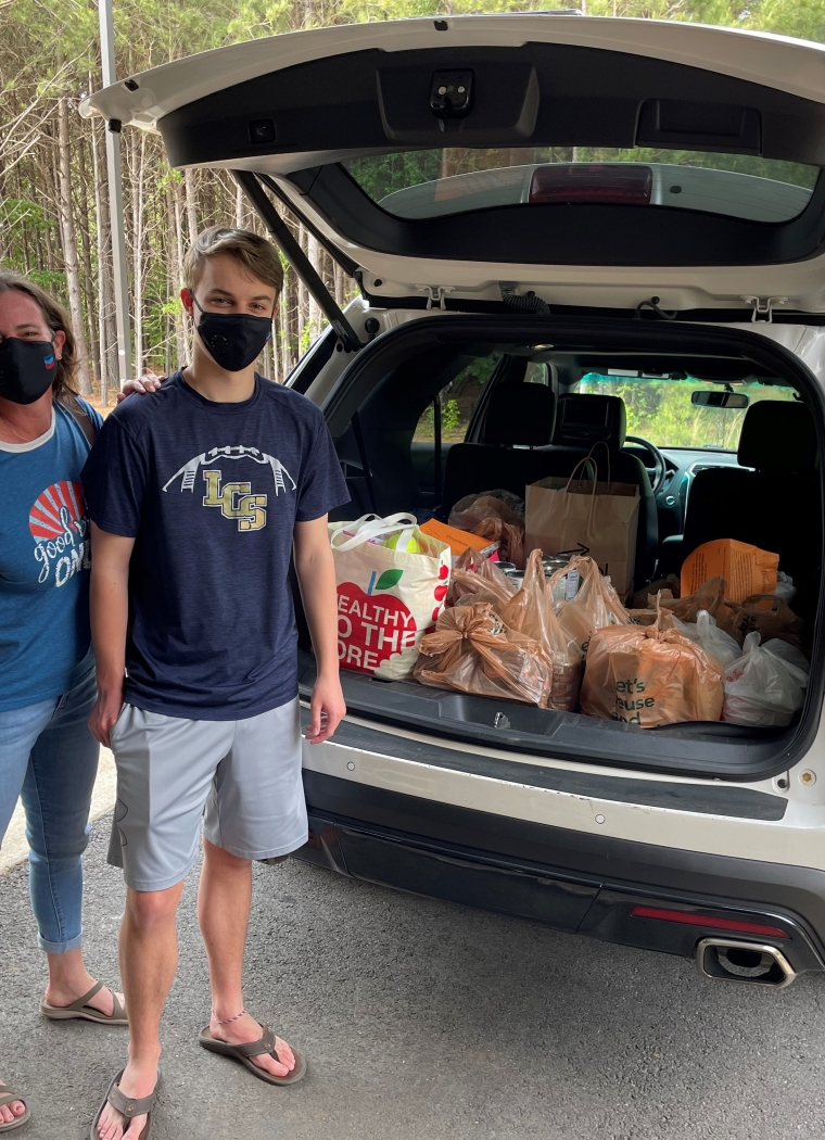 Robby Klitten holds food drive